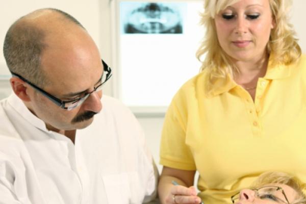 Zahnärztliche Implantologie